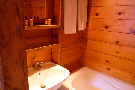 Rent in ski resort Chalet Elliot Est - La Tania - Bath-tub