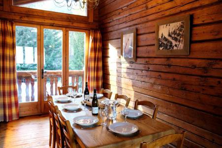 Rent in ski resort Chalet Elliot Est - La Tania - Dining area