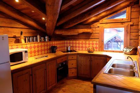 Rent in ski resort Chalet Elliot Est - La Tania - Kitchen