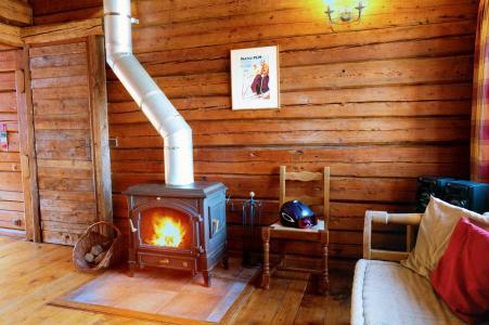 Rent in ski resort Chalet Elliot Est - La Tania - Stove