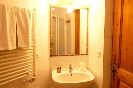 Rent in ski resort Chalet Lea - La Tania - Wash-hand basin