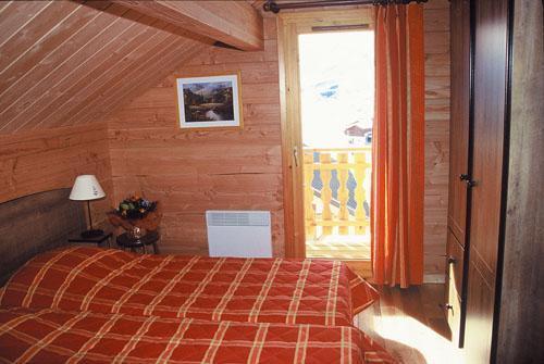 Location au ski Appartement 3 pièces 6 personnes - Les Chalets Goelia - La Toussuire - Chambre mansardée