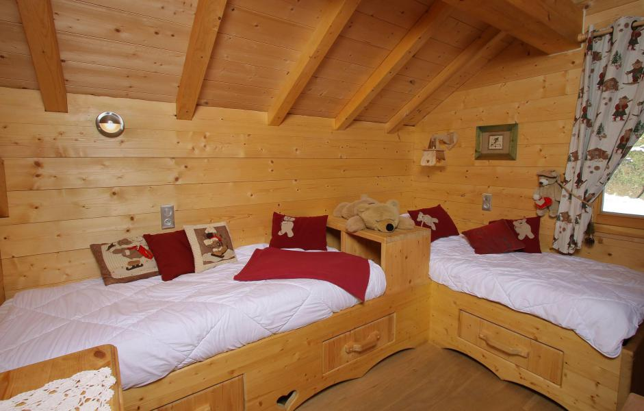 Rent in ski resort Chalet Jardin d'Hiver - La Toussuire - Bedroom under mansard