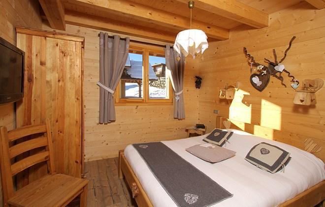 Rent in ski resort Chalet le Reflet des Aiguilles - La Toussuire - Double bed