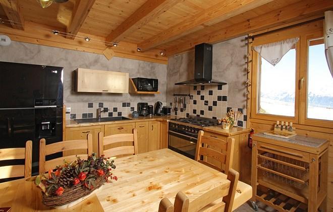 Rent in ski resort Chalet le Reflet des Aiguilles - La Toussuire - Table