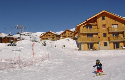 Vacances en montagne Les Chalets Goelia - La Toussuire - Extérieur hiver