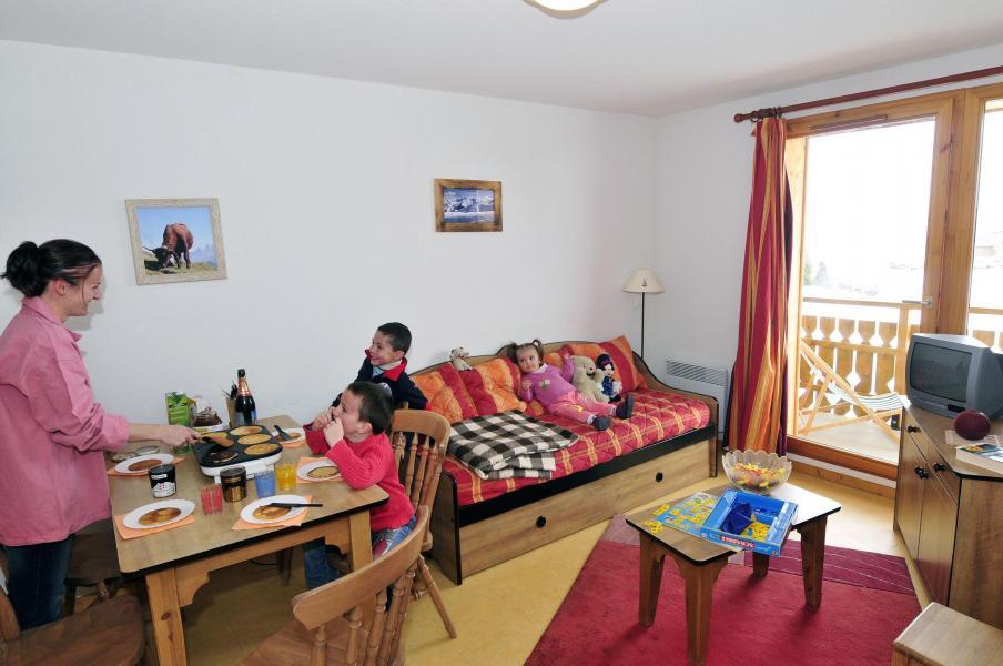 Аренда на лыжном курорте Les Chalets Goélia - La Toussuire - Салон
