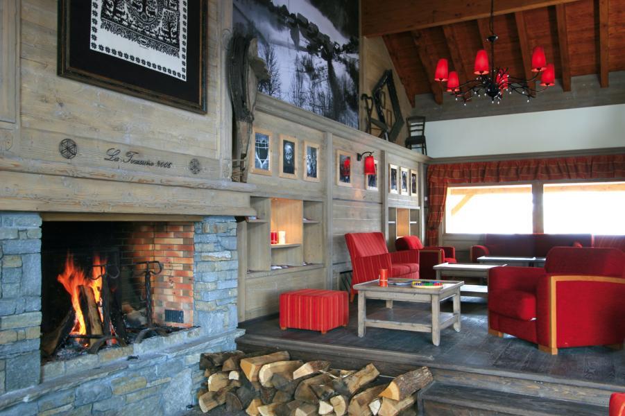 Alquiler al esquí Résidence Lagrange l'Ecrin des Sybelles - La Toussuire - Chimenea