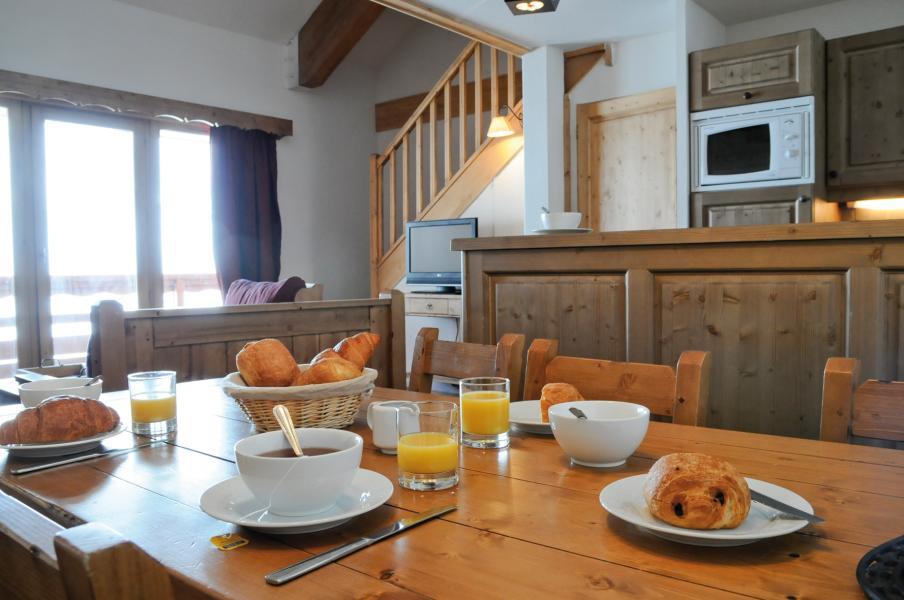 Location au ski Résidence Lagrange les Hauts de Comborcière - La Toussuire - Table