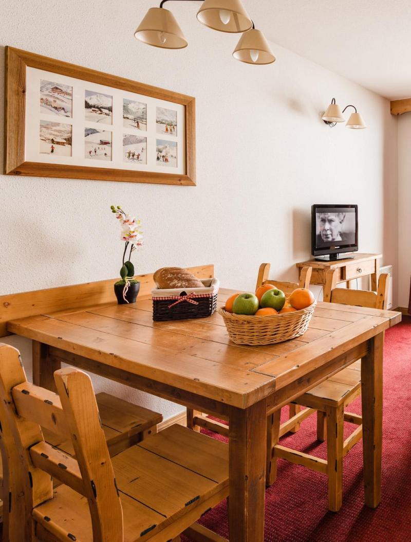 Location au ski Residence Lagrange Les Hauts De Comborciere - La Toussuire - Table
