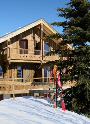 Vacances en montagne Residence Les Chalets Des Cimes - La Toussuire - Extérieur hiver