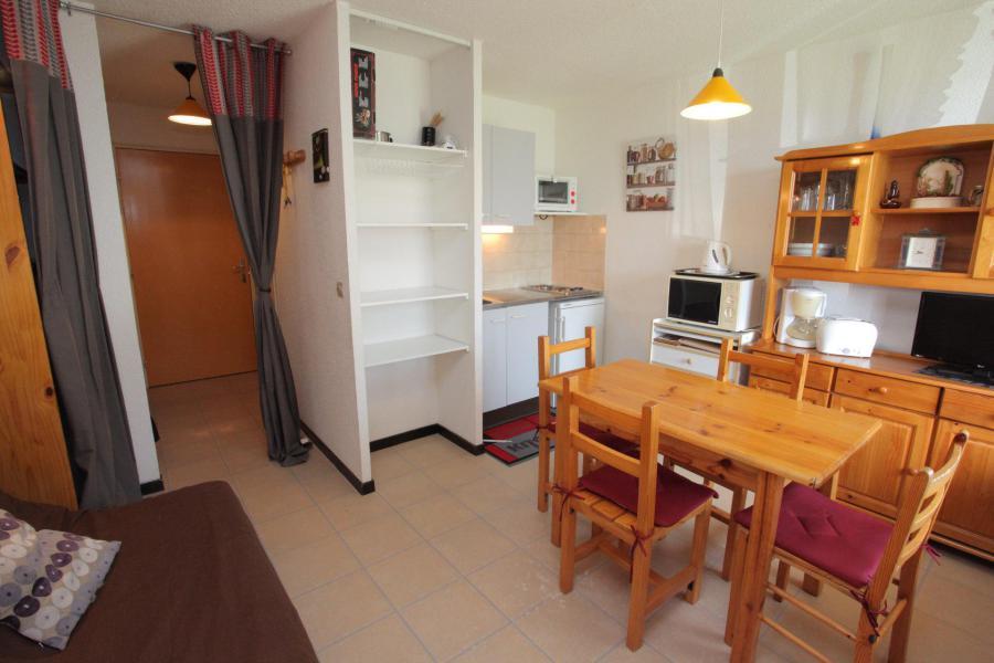 Location au ski Studio coin montagne 4 personnes (B208) - Résidence les Mousquetons - La Toussuire - Table