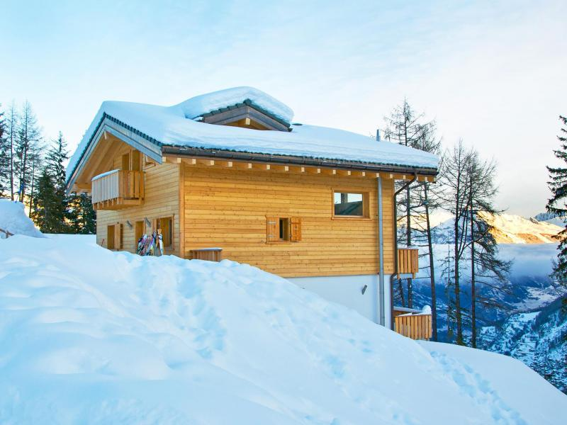 Holiday in mountain resort Chalet Chaud - La Tzoumaz - Winter outside