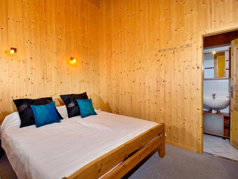 Rent in ski resort Chalet les Etoiles - La Tzoumaz - Bedroom