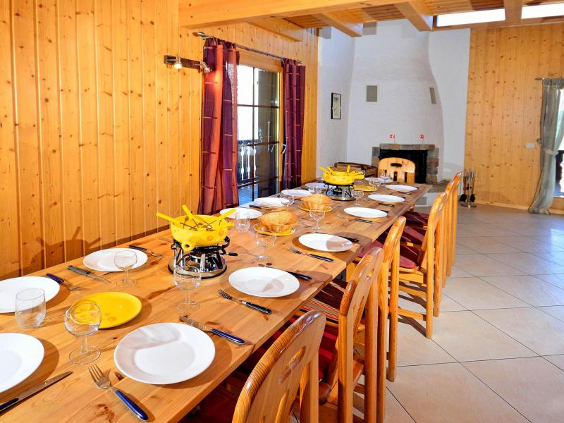 Rent in ski resort Chalet les Etoiles - La Tzoumaz - Dining area