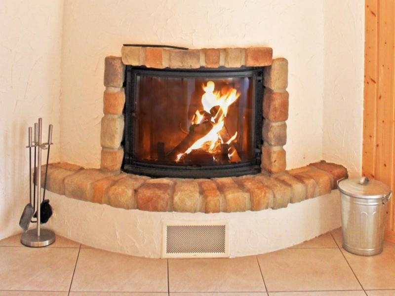 Rent in ski resort Chalet les Etoiles - La Tzoumaz - Fireplace