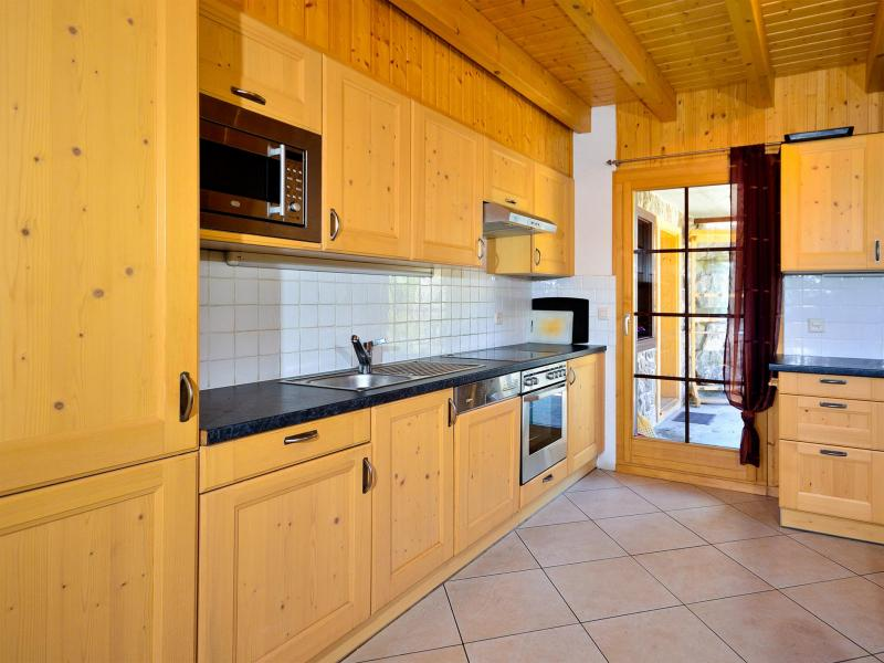 Rent in ski resort Chalet les Etoiles - La Tzoumaz - Kitchen