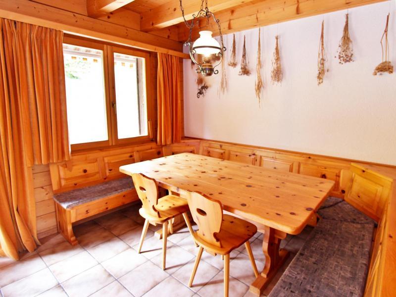Rent in ski resort Chalet Mouettes - La Tzoumaz - Dining area