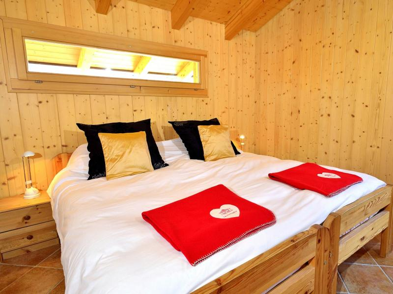 Rent in ski resort Chalet Pierina - La Tzoumaz - Bedroom under mansard