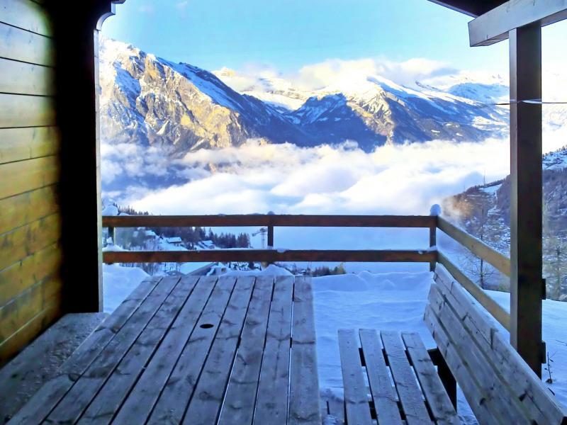 Location au ski Chalet Quatre Vallées - La Tzoumaz - Extérieur hiver