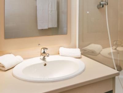 Rent in ski resort Appart'Hôtel le Splendid - Le Collet d'Allevard - Bathroom
