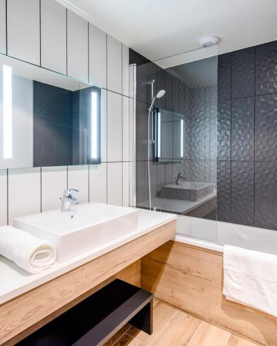 Rent in ski resort Résidence Club MMV l'Etoile des Sybelles - Le Corbier - Bath-tub
