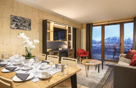 Rent in ski resort Résidence Club MMV l'Etoile des Sybelles - Le Corbier - French window onto balcony