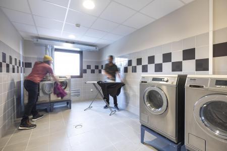 Rent in ski resort Résidence Club MMV l'Etoile des Sybelles - Le Corbier - Laundry room
