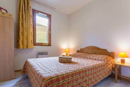 Rent in ski resort 3 room apartment 6 people (A21) - Résidence les Pistes - Le Corbier - Bedroom