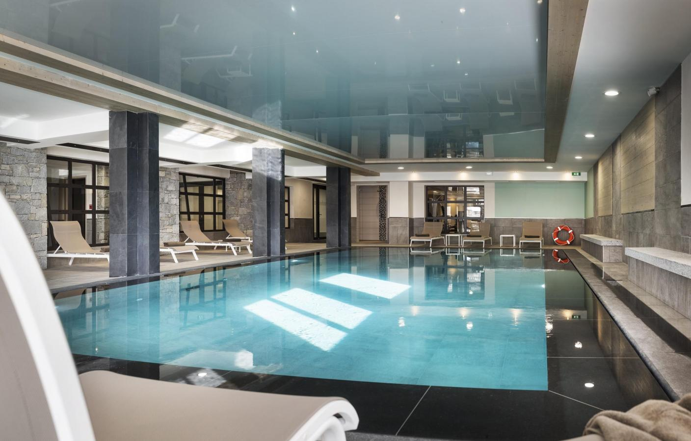 Residence le roc des tours 10 le grand bornand for Piscine tours