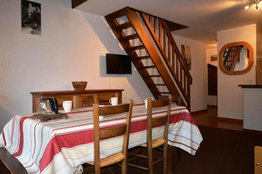 Location au ski Studio coin montagne 6 personnes (56) - La Résidence le Castel des Neiges - Le Grand Bornand - Table