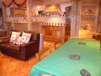 Rent in ski resort 4 room apartment 6 people (2) - Chalet Bon Vieux Temps - Le Grand Bornand - Table