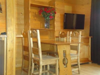 Location au ski Studio cabine 4 personnes (1724) - Residence La Duche - Le Grand Bornand - Table