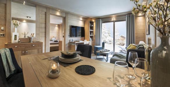 Rent in ski resort Résidence le Roc des Tours - Le Grand Bornand - Table