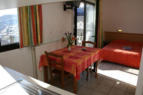 Location au ski Vvf Villages Font De Cere - Le Lioran - Table