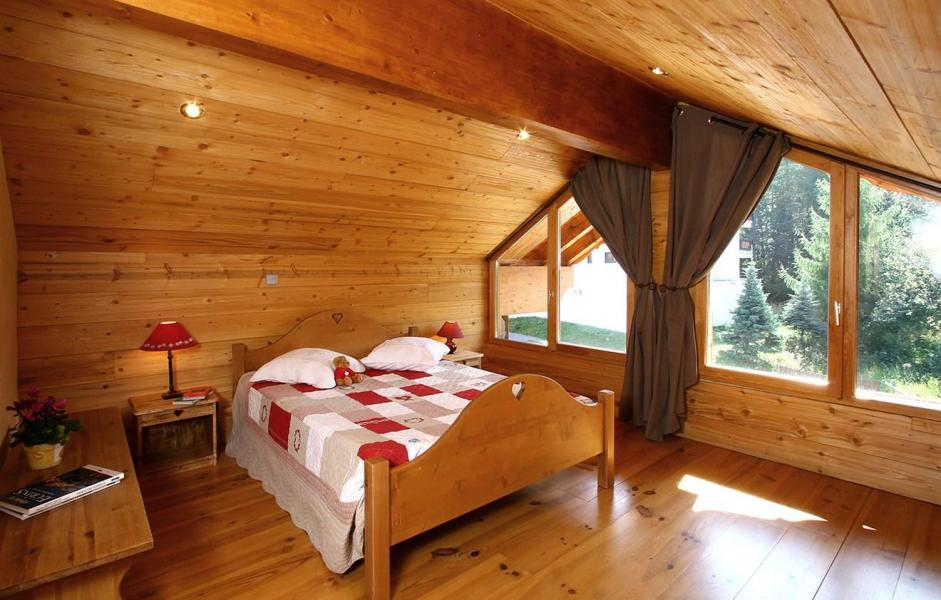 Rent in ski resort Chalet Harmonie - Les 2 Alpes - Bedroom under mansard