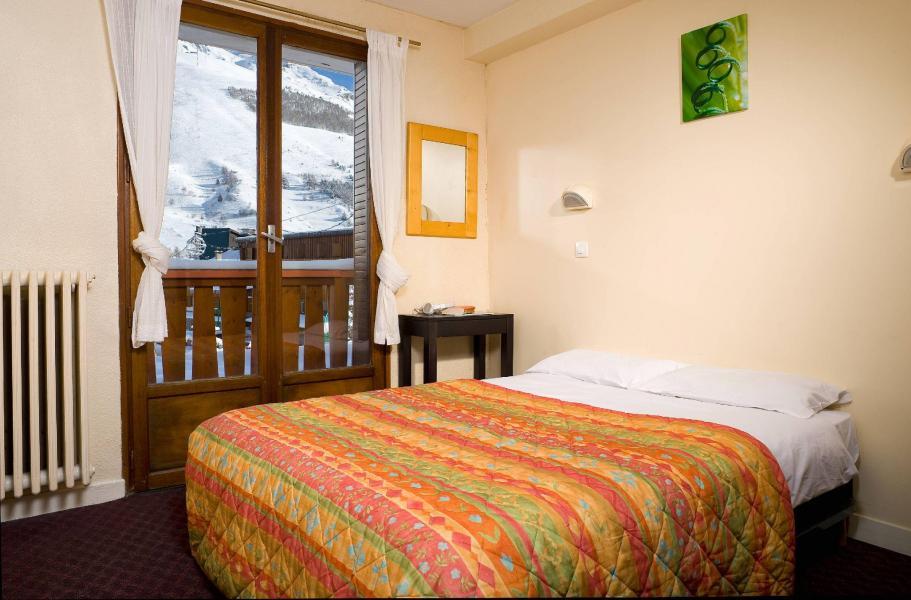 location chambre famille standard lit double lit simple 3 personnes aux 2 alpes ski planet. Black Bedroom Furniture Sets. Home Design Ideas