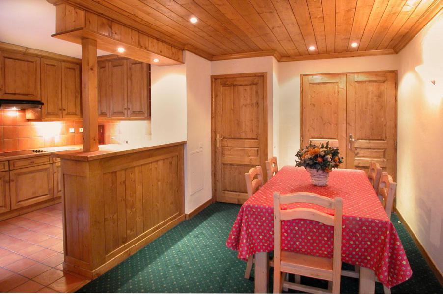 Location au ski Appartement 3 pièces cabine 8 personnes - Résidence Alpina Lodge - Les 2 Alpes - Table