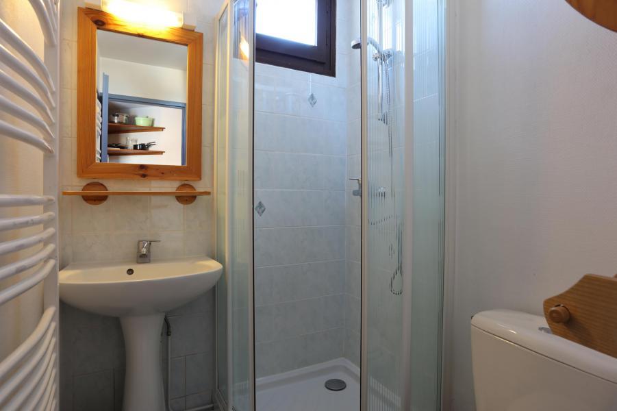 Rent in ski resort Studio sleeping corner 4 people - Résidence Plein Sud - Les 2 Alpes - Shower
