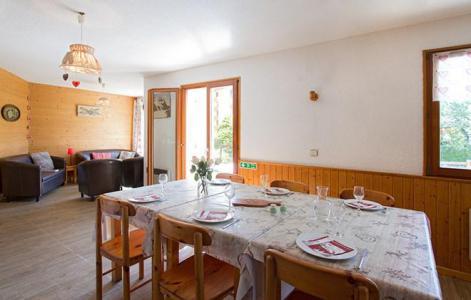 Rent in ski resort Chalet Sabot de Vénus - Les 2 Alpes - Dining area