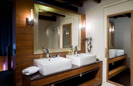 Location au ski Hôtel Ibiza - Les 2 Alpes - Lavabo