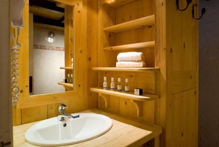 Location au ski Hotel Ibiza - Les 2 Alpes - Lavabo