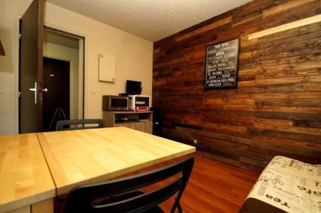 Rent in ski resort 2 room apartment 4 people (S3. bât 5) - La Résidence Côte Brune - Les 2 Alpes - Table