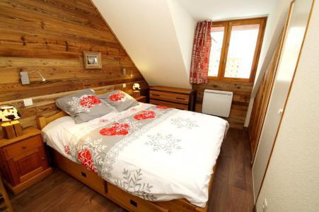 Location au ski Appartement 3 pièces 6 personnes (501) - La Residence Le Prince Des Ecrins - Les 2 Alpes - Chambre mansardée