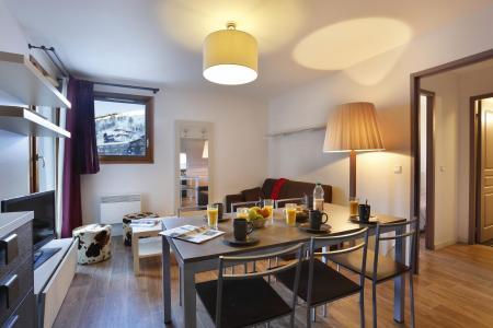 Rent in ski resort Résidence Au Coeur des Ours - Les 2 Alpes - Dining area