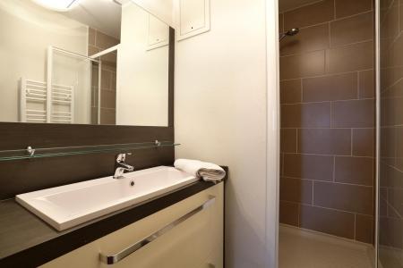 Rent in ski resort Résidence Au Coeur des Ours - Les 2 Alpes - Shower room