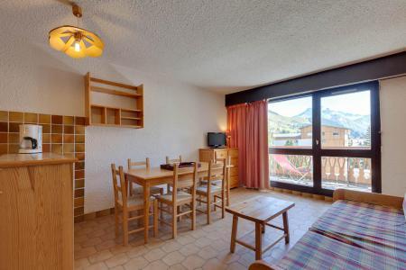 Rent in ski resort 2 room apartment sleeping corner 6 people - Résidence Saint Christophe - Les 2 Alpes - Dining area