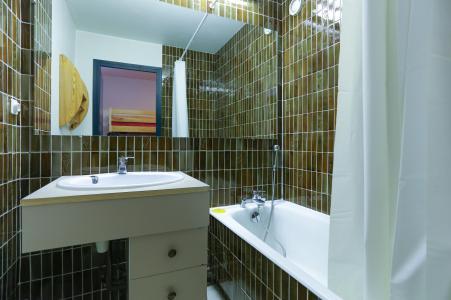 Rent in ski resort Studio sleeping corner 4 people - Résidence Saint Christophe - Les 2 Alpes - Bathroom