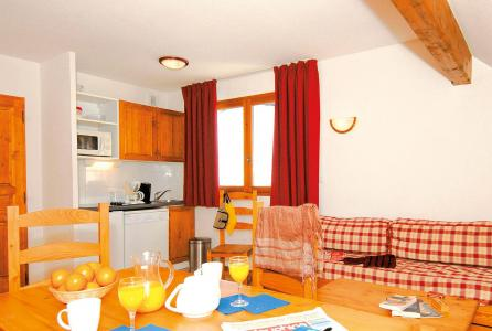 Rent in ski resort 2 room apartment 4 people (Prince des Ecrins) - Résidences Goelia les Balcons du Soleil - Les 2 Alpes - Living room
