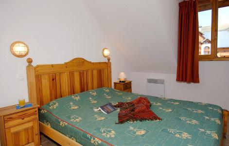 Rent in ski resort Résidences Goelia les Balcons du Soleil - Les 2 Alpes - Bedroom